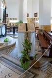 Dekorujący stojak z książką psalmy w błogosławieństwo monasterze lokalizować na górze na wybrzeżu morze Galilee, Ki - obrazy stock