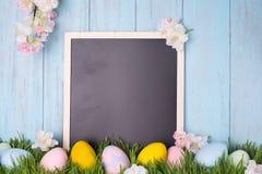 dekorująca Easter jajek trawa Fotografia Royalty Free