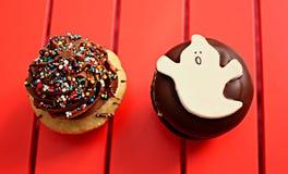 Dekorujący muffins dla Halloween szczególnie obrazy stock