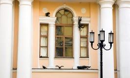 Dekorujący okno jeden teatr w Nizhny Novgorod Zdjęcia Stock