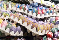 Dekorujący Wielkanocni jajka w Salzburg Fotografia Stock