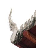 Dekoruje sztukateryjnego dwuokapowego dach Zdjęcia Royalty Free