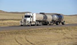 Del aceite del transporte camión semi foto de archivo libre de regalías