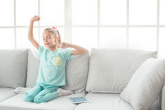 Del adolescente de la muchacha niñez joven solamente en casa Fotografía de archivo libre de regalías