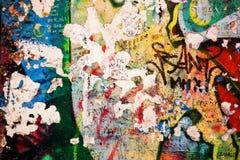 Del av Berlin Wall med grafitti Arkivbild