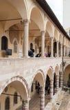 Del av borggården med kolonner inom kyrkan av San Francesc royaltyfri fotografi