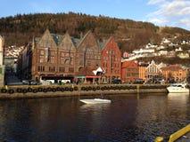 Del av Bryggen i den Bergen staden royaltyfri fotografi