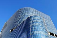 Del av byggnad från exponeringsglas och metall Royaltyfri Fotografi
