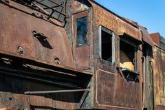 Del av de järnväg övergav kvarlevorna för bussgarage för ångalokomotiv rostiga gamla arkivfoton