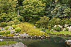 Del av den formella trädgården på Shorenin den buddistiska templet Fotografering för Bildbyråer