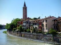 Del av den forntida staden av Verona p? floden, Italien fotografering för bildbyråer