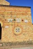 Del av den forntida tegelstenväggen Arkivbilder