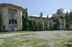 Del av den gamla arkitektoniska helheten Banite med ett fragment av konungens kasino, solträdgård, Varshets brunnsortstad arkivfoton
