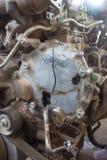 Del av den gamla dieselmotorn av closeupgrunge rostigt a för tung lastbil arkivbild