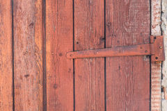 Del av den gamla trädörren av ladugården fotografering för bildbyråer