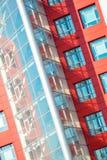 Del av den moderna byggnaden för fasad med rött och blått Fotografering för Bildbyråer
