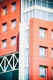Del av den moderna byggnaden för fasad med rött och blått Arkivfoto