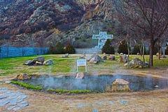 Del av det komplexa Rupite ramfotoet till platsen korset som lokaliseras på berget Kozhuh fotografering för bildbyråer
