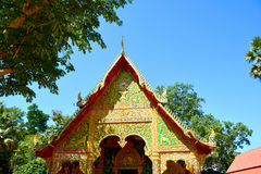 Del av det thailändska tempeltaket Arkivbild
