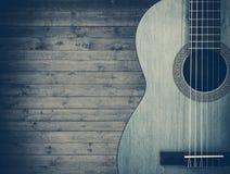 Del av en blå akustisk gitarr på en grå träbakgrund vektor illustrationer