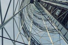 Del av en stålmetallkonstruktion Byggande konisk struktur Royaltyfri Bild