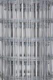 Del av ett metallrasterstaket Arkivbilder
