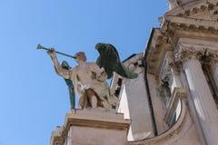Del av fasaden av den Santa Maria Zobenigo kyrkan i Venedig arkivfoto
