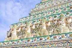 Del av forntida stupas i Wat Arun Ratchawararam Ratchawaramahaw Royaltyfria Foton