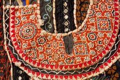 Del av handgjord matta för tappning från Indien Geometrisk mönstrad broderi Arkivbilder