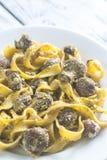 Del av krämig champinjonpasta med pesto Royaltyfria Bilder