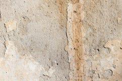 Del av lantgården som smular murbruk på den gamla väggen Royaltyfri Bild