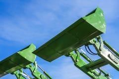 Del av moderna gröna grävskopamaskiner, hink-skyfflarna fotografering för bildbyråer