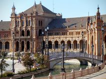 Del av plazaen de Espana med en liten bro till Seville i Spanien royaltyfri foto