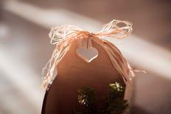 Del av träasken med hjärta Arkivfoton