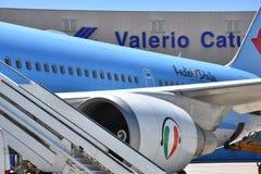 Del 2016 avión de julio Italia - de Neos de la línea aérea italiana en el aeropuerto Fotografía de archivo