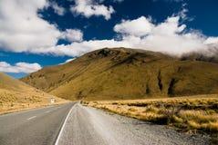 Del camino montañas sin embargo Fotografía de archivo