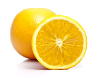 Del corte una naranja llena y fotografía de archivo