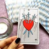 3 del crepacuore della carta di tarocchi delle spade strappano la tristezza profonda di dolore illustrazione vettoriale