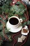 Del día de fiesta todavía de la Navidad vida con la taza de café y de chocolate Fotografía de archivo libre de regalías