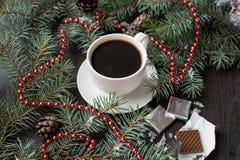 Del día de fiesta todavía de la Navidad vida con la taza de café y de chocolate Imagen de archivo