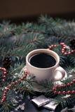 Del día de fiesta todavía de la Navidad vida con la taza de café y de chocolate Foto de archivo