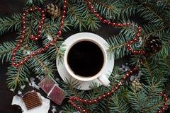 Del día de fiesta todavía de la Navidad vida con la taza de café y de chocolate Fotografía de archivo