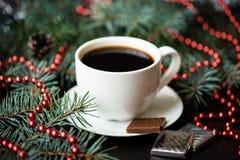Del día de fiesta todavía de la Navidad vida con la taza de café y de chocolate Imagen de archivo libre de regalías