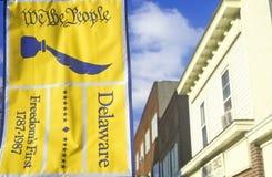 ½ del ¿del ï nosotros que la bandera del ½ del ¿de Peopleï cuelga en el capital de los estados de Dover, Delaware imagen de archivo libre de regalías