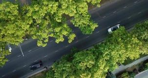 Del fuco di volo della cima vista aerea giù della strada principale pesante occupata dell'ingorgo stradale di ora di punta della  archivi video