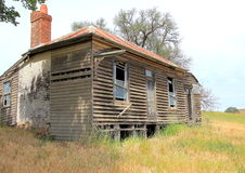 Del funcionamiento casa de campo vieja abajo Fotos de archivo