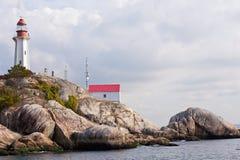 Del granito della roccia della scogliera del faro costa ovest Canada BC immagini stock