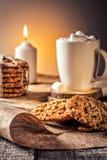 Del invierno todavía del otoño galleta de harina de avena del jengibre de la miel de la receta de la vida y panecillo hechos en c Foto de archivo