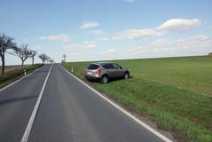Del jeep del camino en terreno Imagenes de archivo