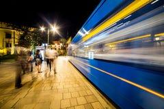 11 del luglio 2017 - Polonia, Cracovia Quadrato del mercato alla notte La conduttura Fotografie Stock Libere da Diritti